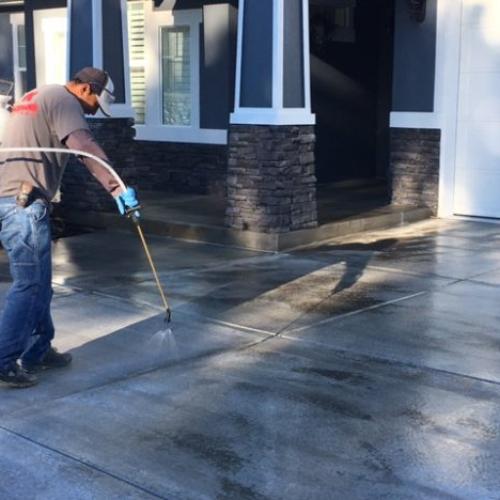 contractor sealing concrete